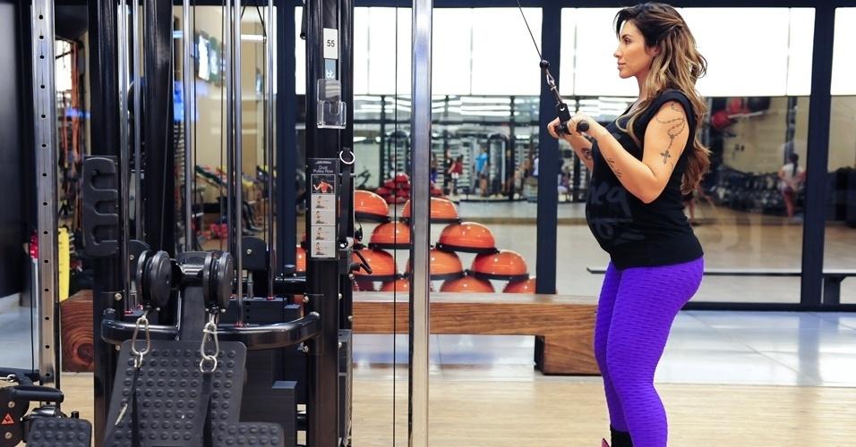 jaque-khury---ex-bbb-mostra-treino-que-faz-durante-a-gravidez---triceps-1385586026759_956x500