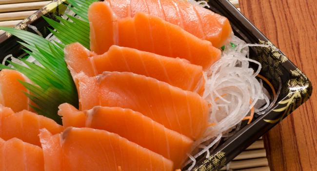 Os sashimis são uma opção de proteína para o almoço (Crédito: Thinkstock)