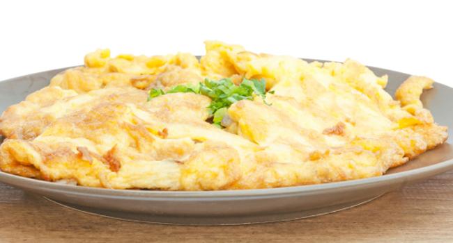O omelete é uma boa opção para comer à noite (Crédito: Thinkstock)