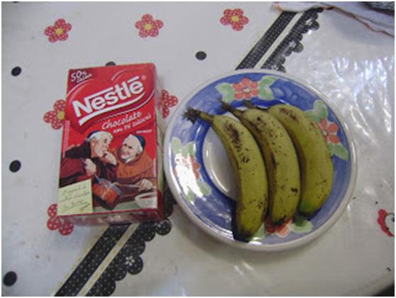 Chocolate em pó e bananas orgânicas
