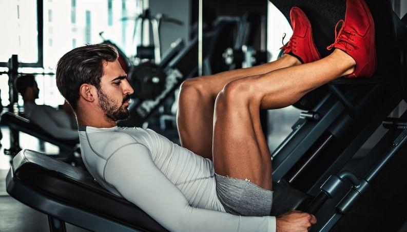homem-exercicio-pernas-1216-1400x800